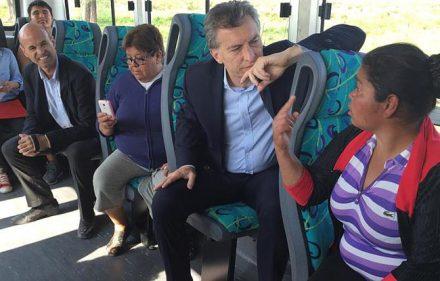 Macri en colectivo