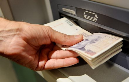 dinero-cajeros-editada-6-5-15
