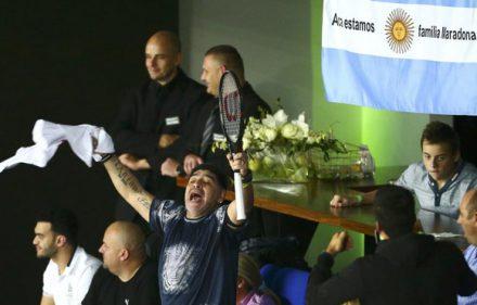 maradona-raqueta