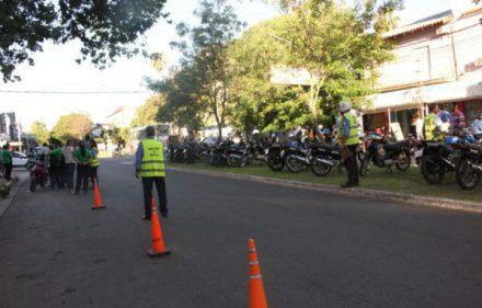 continuan-los-operativos-de-control-a-motociclistas-en-diferentes-puntos-de-la-ciudad-2-600x388