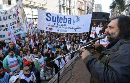 Roberto-Baradel-acto-Suteba-1920-1