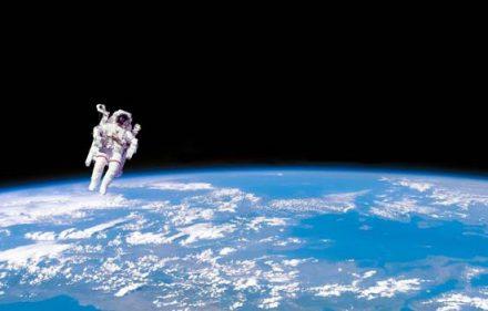 Astronauta-en-el-Espacio-726613-700x352