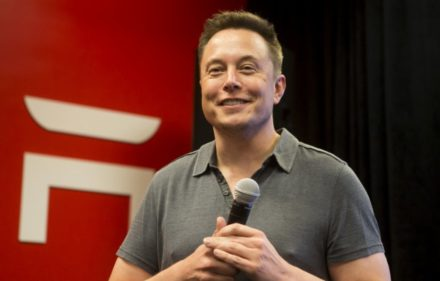 elon-musk-tesla-will-unveil-2-electric-trucks