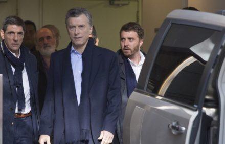 zzzznacp2NOTICIAS ARGENTINAS BAIRES, JUNIO 23: El presidente Mauricio Macri se retira del Sanatorio Agote luego de la operacion de rodilla. Foto NA: DAMIAN DOPACIOzzzz