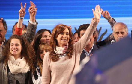 zzzznacp2NOTICIAS ARGENTINAS BAIRES, AGOSTO 14: La ex presidenta Cristina Kirchner habla en el estadio de Arsenal luego de las PASO. Foto NA: DANIEL VIDES zzzz