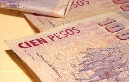pesos-argentinos-1024x680-696x462