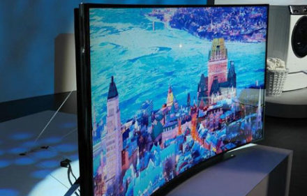 34725_04_samsung_shows_off_an_incredible_98_inch_8k_tv_at_ces_2014