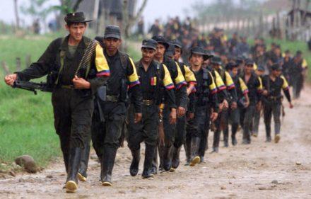 """30/07/2010 Columna guerrillera de las FARC.  El exmagistrado y actual asesor del Tribunal Penal Internacional de La Haya Baltasar Garzón ha considerado imprescindible para lograr la Paz en Colombia que haya """"una declaración de culpabilidad"""" contra las Fuerzas Armadas de Revolucionarias de Colombia (FARC) por sus crímenes contra la Humanidad.  POLITICA COLOMBIA SUDAMÉRICA INTERNACIONAL REUTERS"""