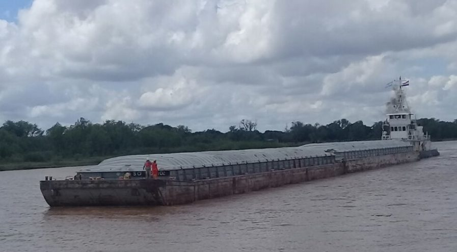 Puerto Barranqueras - descarga de barcazas