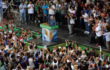 Marcha en la Av 9 de Julio encabezada por Hugo Moyano y Camioneros.  Fotos Emmanuel Fernandez