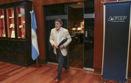 zzzznacp2NOTICIAS ARGENTINAS BAIRES, ENERO 4: El titular de la AFIP, Alberto Abad, durante el anuncio de la recaudacion impositiva del mes de diciembre de 2015. Foto NA: MARCELO CAPECEzzzz