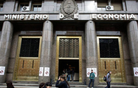 Fachada-Ministerio-Economia_CLAIMA20150422_0023_27