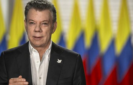 "Handout photograph released by the Colombian presidency's press office showing Colombian President Juan Manuel Santos announcing the new date for the handing over of arms by the FARC, at Narino Palace in Bogota on May 29, 2017. The Colombian government, in common agreement with the United Nations and the FARC, decided that the handing over of arms would be completed not tomorrow as planned, but within 20 days. / AFP PHOTO / Presidencia / HO / RESTRICTED TO EDITORIAL USE - MANDATORY CREDIT ""AFP PHOTO /PRESIDENCIA"" - NO MARKETING NO ADVERTISING CAMPAIGNS - DISTRIBUTED AS A SERVICE TO CLIENTS"