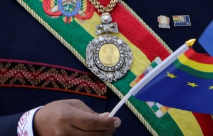 1533749941_roban-la-medalla-presidencial-de-bolivia-mientras-su-custodio-fue-a-prostibulos-678x381