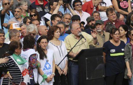 zzzznacp2NOTICIAS ARGENTINAS BAIRES, SEPTIEMBRE 24: El secretario general de la CTA de los Trabajadores, Hugo Yasky habla durante el acto central de la jornada de protesta contra el Gobierno de Mauricio Macri. Foto NA: JUAN VARGASzzzz