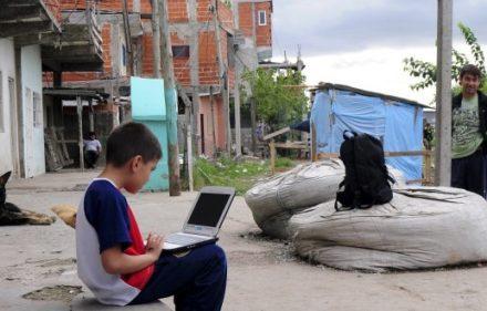 zzzznacp2NOTICIAS ARGENTINAS BAIRES, JUNIO 11: (ARCHIVO) La pobreza afectó en el cuarto  trimestre del año pasado al 5,2 por ciento de los hogares  porteños, mientras la indigencia fue del 2%, informó hoy el  Gobierno de la Ciudad. Foto NA: GUSTAVO FIDANZAzzzz