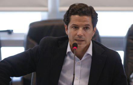 zzzznacp2NOTICIAS ARGENTINAS BAIRES, DICIEMBRE 1: El diputado Luciano Laspina durante la reunion de presupuesto en la que se trata la extension de la emergencia social hasta el 2019. Foto NA: JUAN VARGASzzzz