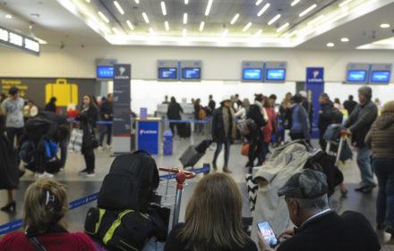 17-06 Demoras y cancelaciones de vuelos en aeroparque. Pasado el mediodia la ctividad volvio a la normalidad. Foto: Andres D'Elia