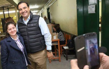 el-gobernador-valdes-sonriente-a-poco-de-votar-en-la-provincia-de-corrientes-720720
