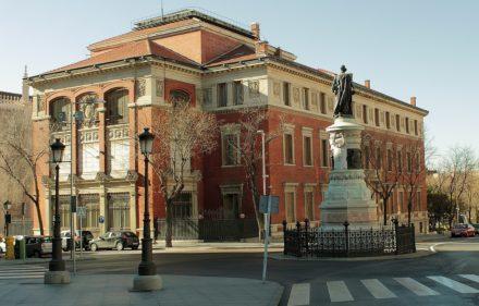 1200px-Real_Academia_de_la_Lengua_Española-_Madrid_(5460041742)