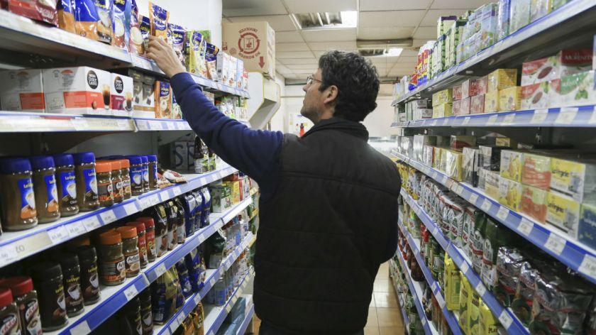 el-gobierno-acordo-con-supermercados-y-productores-la-eliminacion-del-iva-en-los-alimentos-843168