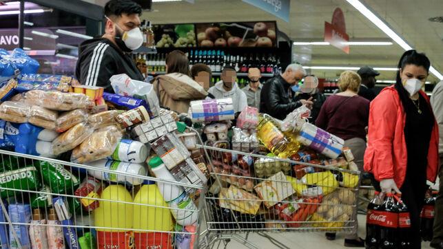 Decenas-personas-provisiones-supermercado-Madrid_EDIIMA20200310_0796_4