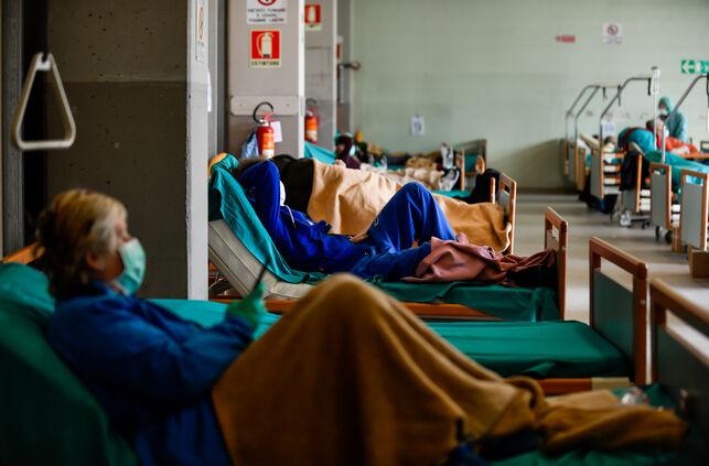 Pacientes-Hospitales-Civiles-Brescia-coronavirus_EDIIMA20200317_1141_20