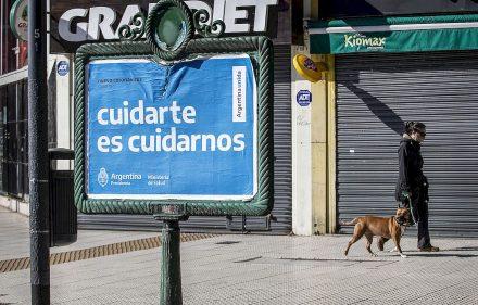zzzznacg2 NOTICIAS ARGENTINAS BAIRES MAYO 10 Muy pocos porteños transitaron este domingo por el centro de la ciudad. FOTO NA DANIEL VIDES zzzz