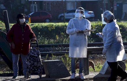 Buenos Aires: Buenos Aires: El operativo para detectar casos de coronavirus casa por casa comenzó esta mañana en el barrio San Jorge, del partido bonaerense de Tigre, donde ayer se reportaron 37 positivos y se esperan los resultados de otros 40 testeos, informaron fuentes oficiales. Foto: Daniel Dabove