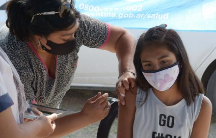 Vacunación en el barrio Niño Jesús (2)